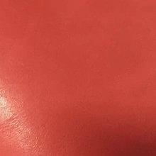 一款性价比突出的油皮类产品,具有普通真皮的自然纹路和亲切手感,外观光泽滋润,无需上油,时刻能保持润泽的外观和细腻的触感,且色水齐全